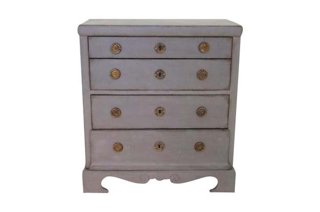Swedish Karl Johan Period 1830s Painted Four-Drawer Commode with Voluted Skirt