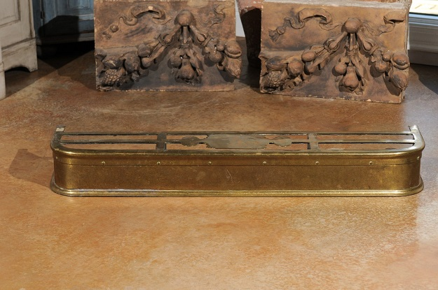 English Victorian Period Brass Fireplace Fender From The Late 19th