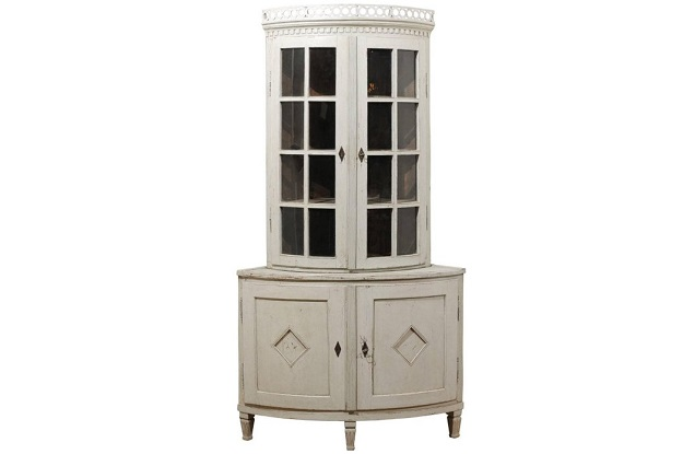 Swedish 1850s Gustavian Style Corner Cabinet with Glass Doors and Diamond Motifs